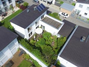 Modernes Einfamilienhaus mit uneinsichtigen traumhaften Garten